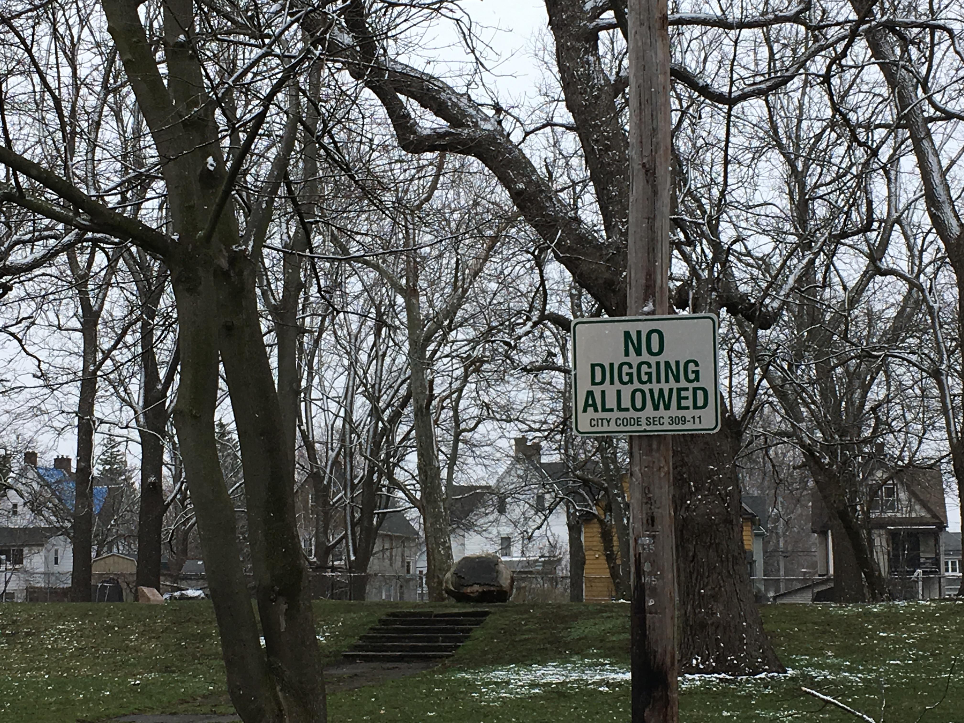 Seneca Indian Park - Buffum St. NO DIGGING ALLOWED sign 04-01-2021